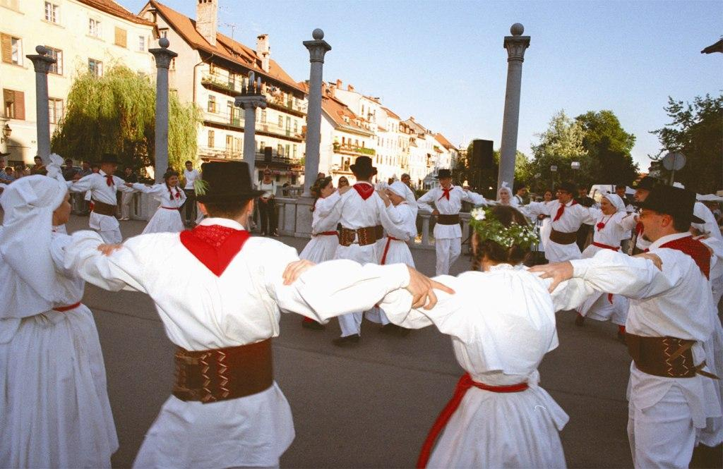 Traditional dance from Bela Krajina, Cobbler´s bridge